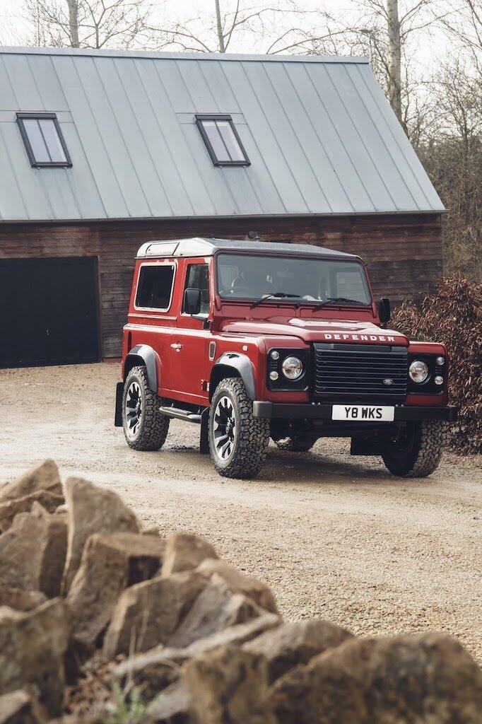 Land Rover Defender phiên bản kỷ niệm 70 năm ra mắt; chỉ 150 chiếc được sản xuất - Hình 31
