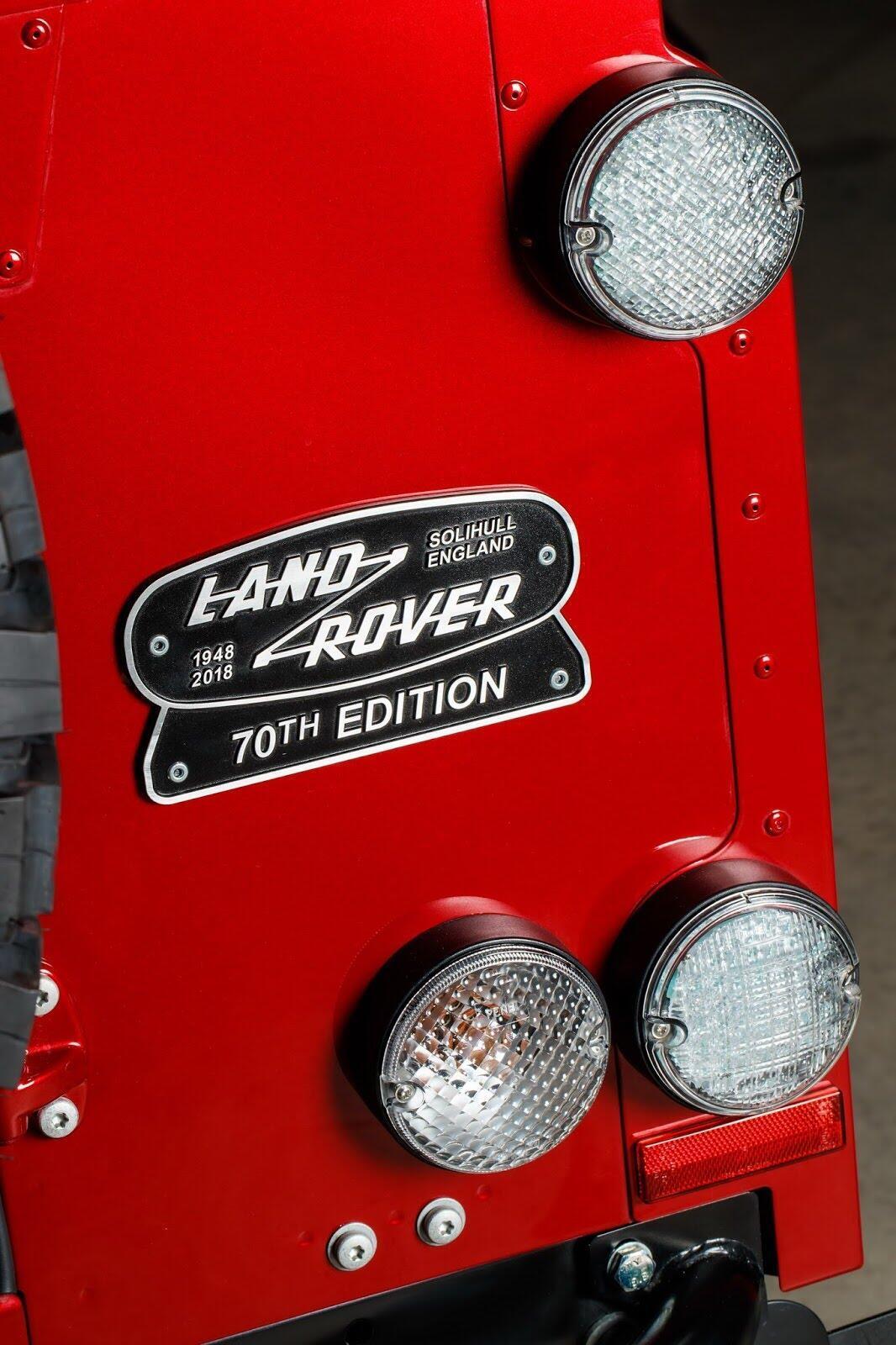 Land Rover Defender phiên bản kỷ niệm 70 năm ra mắt; chỉ 150 chiếc được sản xuất - Hình 37