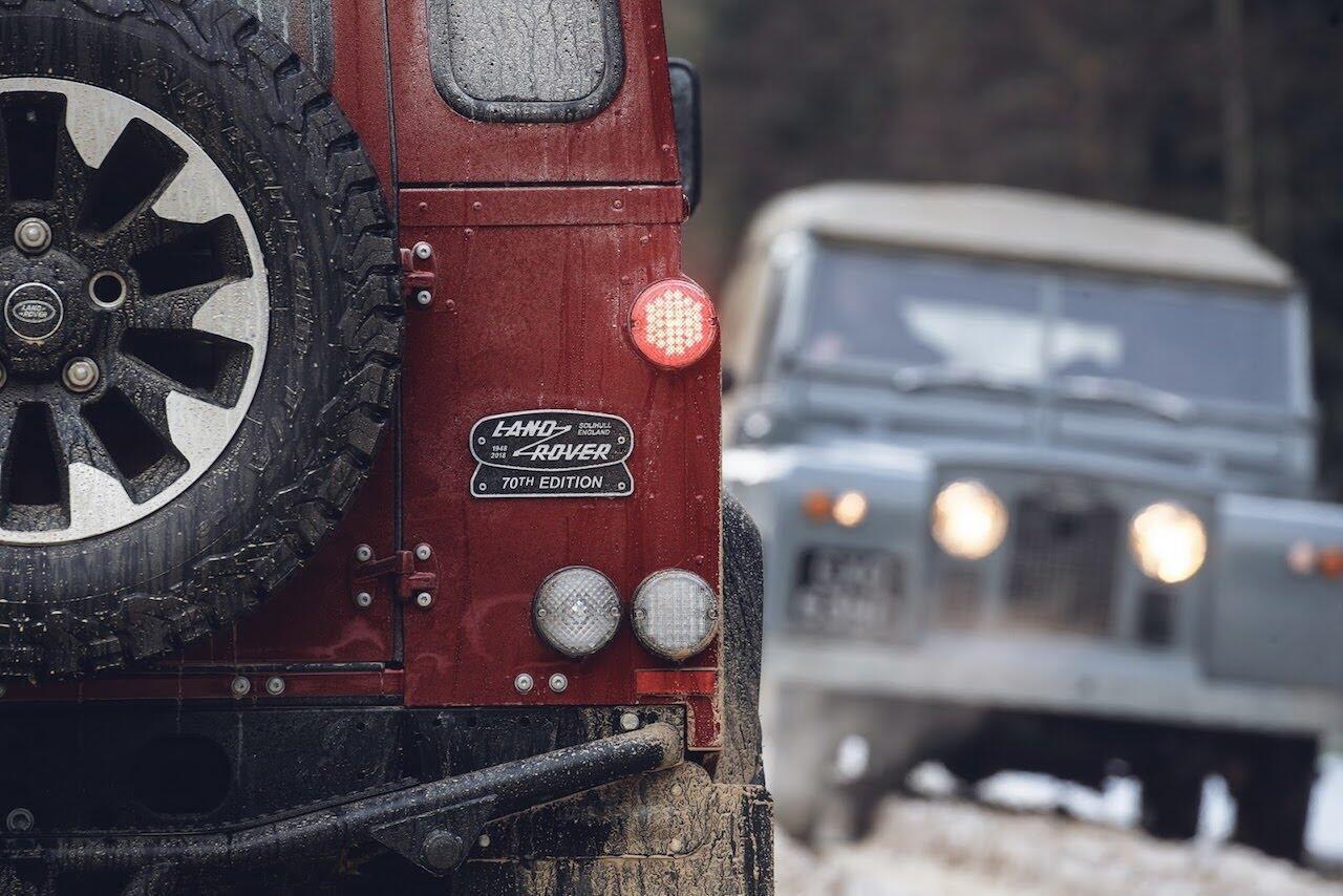 Land Rover Defender phiên bản kỷ niệm 70 năm ra mắt; chỉ 150 chiếc được sản xuất - Hình 44