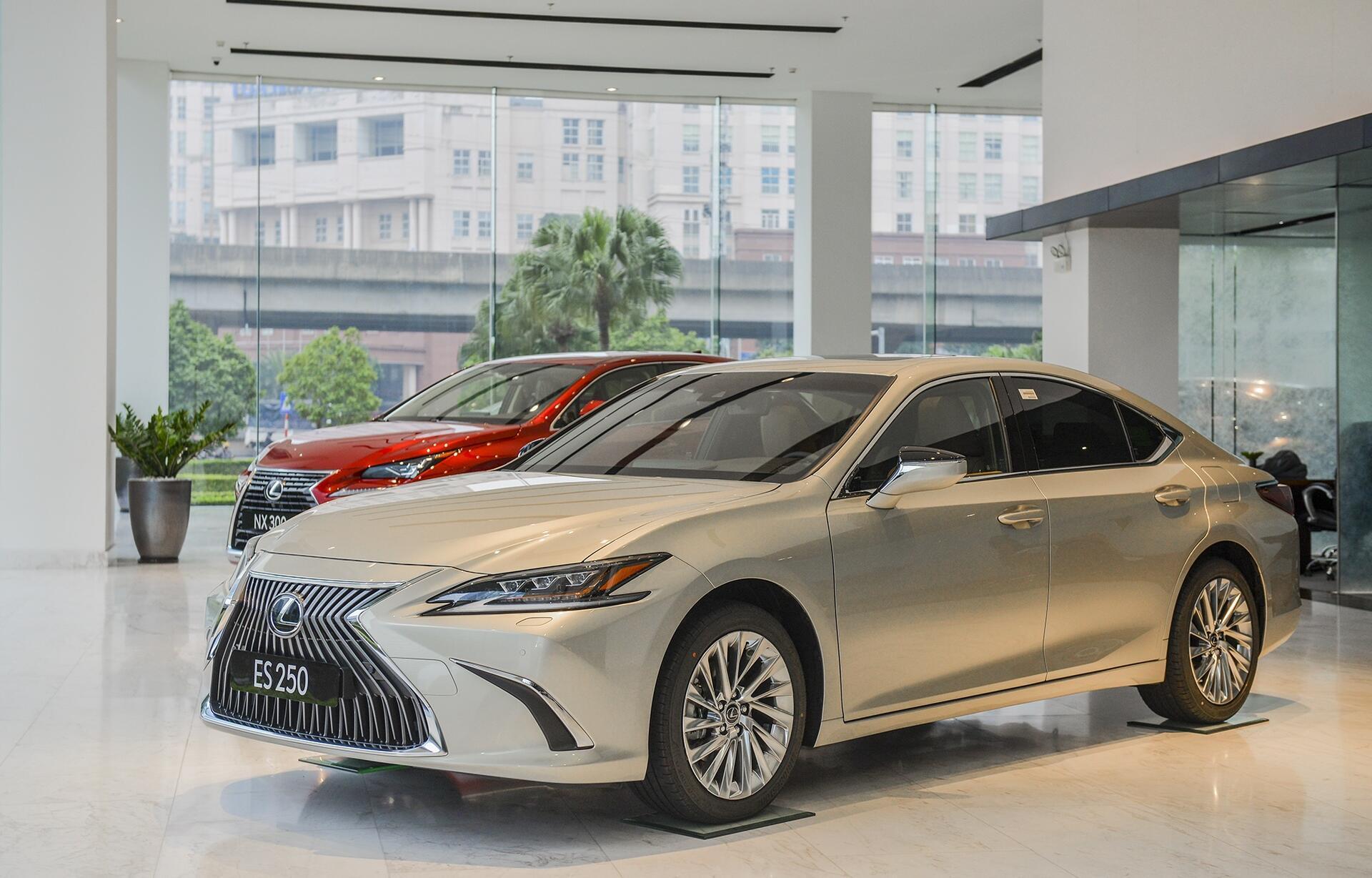 lexus-es-2021-ra-mat-tai-viet-nam-tang-an-toan-gia-khong-doi