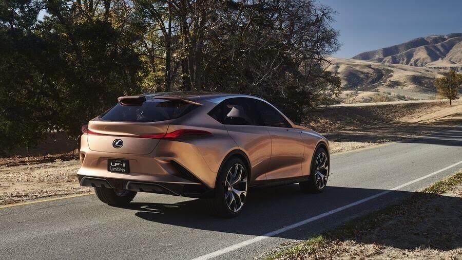 Lexus LF-1 Limitless Concept mới - crossover hàng đầu của Lexus trình làng - Hình 3
