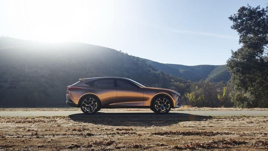 Lexus LF-1 Limitless Concept mới - crossover hàng đầu của Lexus trình làng - Hình 5