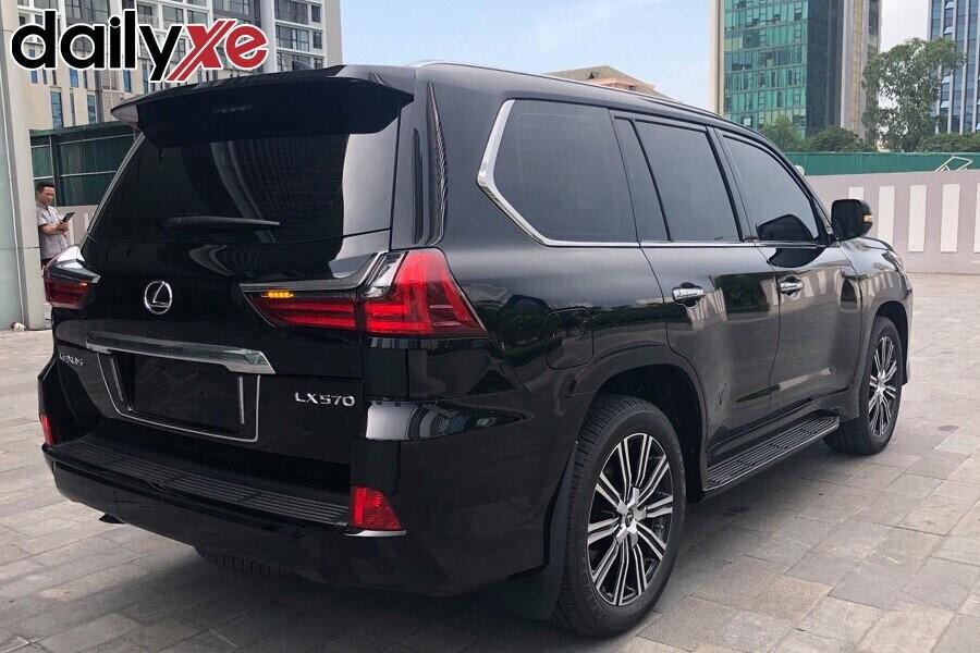 Lexus LX570 - Hình 3