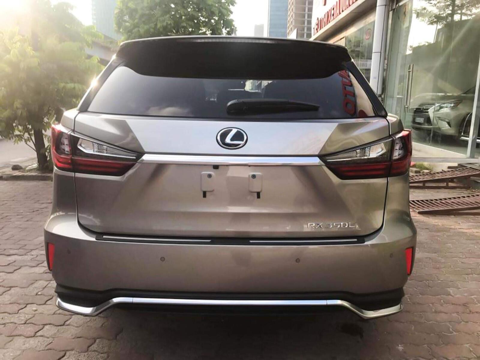 Lexus RX 350L 2018 phiên bản 7 chỗ đã về Việt Nam; giá không dưới 4,9 tỷ đồng - Hình 4