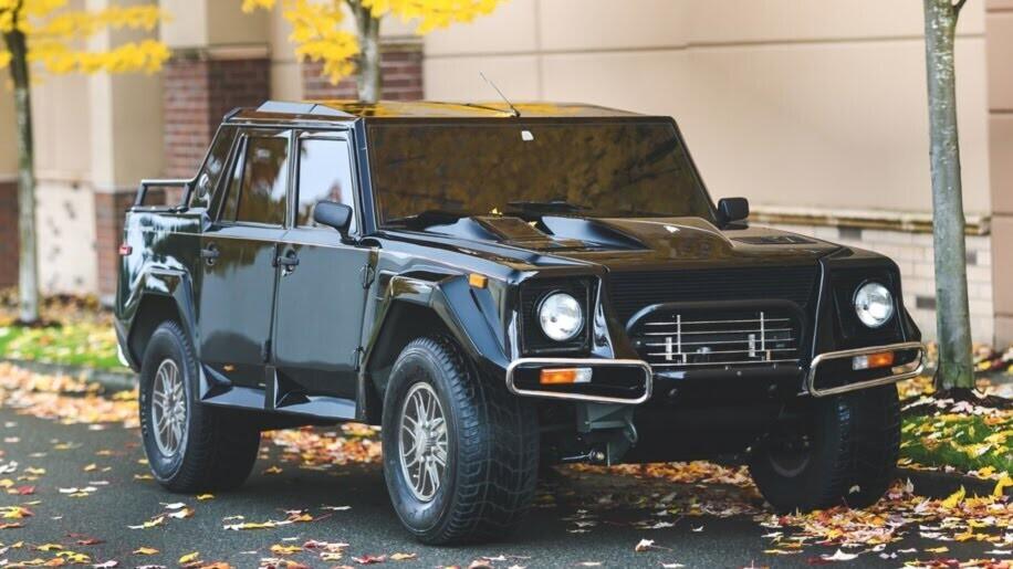 LM002 - siêu SUV đầu tiên của Lamborghini, trước Urus - Hình 1