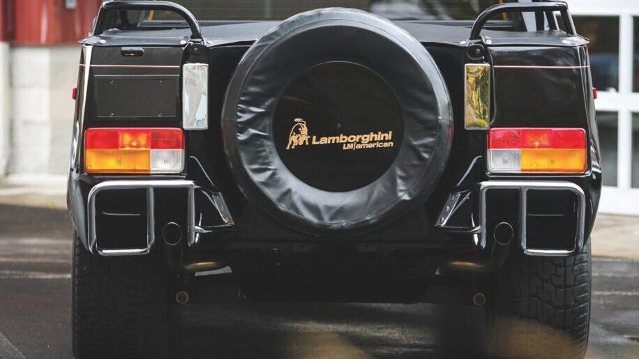 LM002 - siêu SUV đầu tiên của Lamborghini, trước Urus - Hình 4