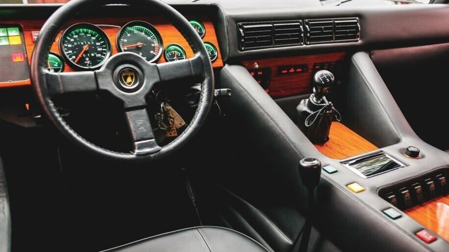 LM002 - siêu SUV đầu tiên của Lamborghini, trước Urus - Hình 5