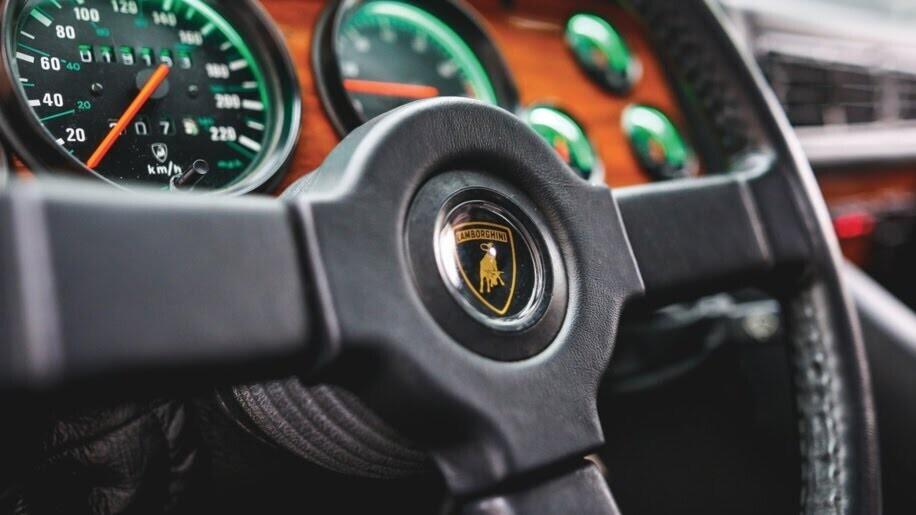 LM002 - siêu SUV đầu tiên của Lamborghini, trước Urus - Hình 6