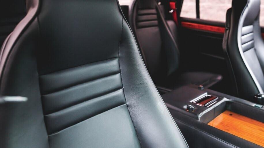 LM002 - siêu SUV đầu tiên của Lamborghini, trước Urus - Hình 8