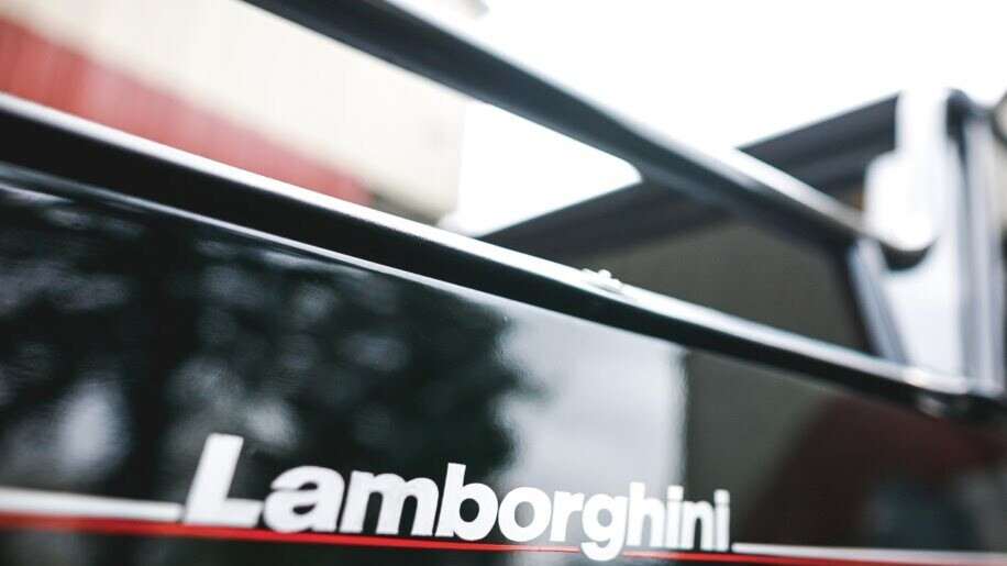 LM002 - siêu SUV đầu tiên của Lamborghini, trước Urus - Hình 10