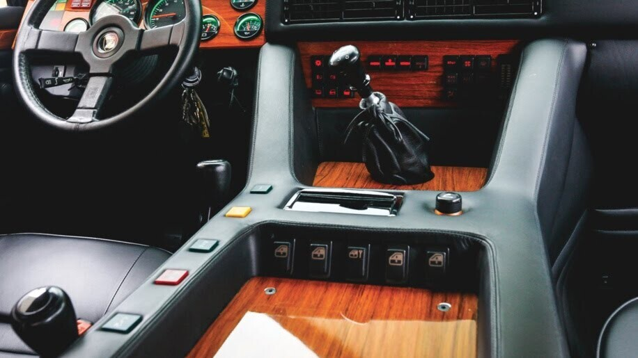 LM002 - siêu SUV đầu tiên của Lamborghini, trước Urus - Hình 18
