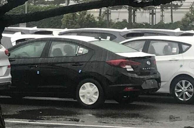 Lộ diện hình ảnh đầu tiên của Hyundai Elantra 2019 - Hình 2