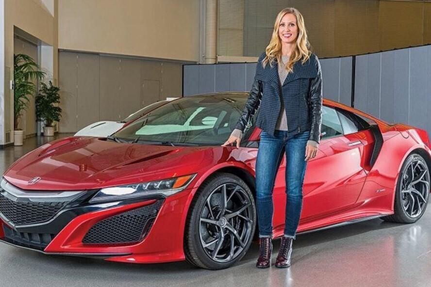 Trưởng nhóm thiết kế mẫu siêu xe Honda NSX Michelle Christensen.