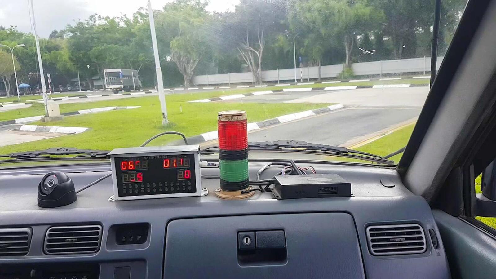 Mang điện thoại khi sát hạch lái xe sẽ bị đánh trượt và cấm thi 05 năm - Hình 3