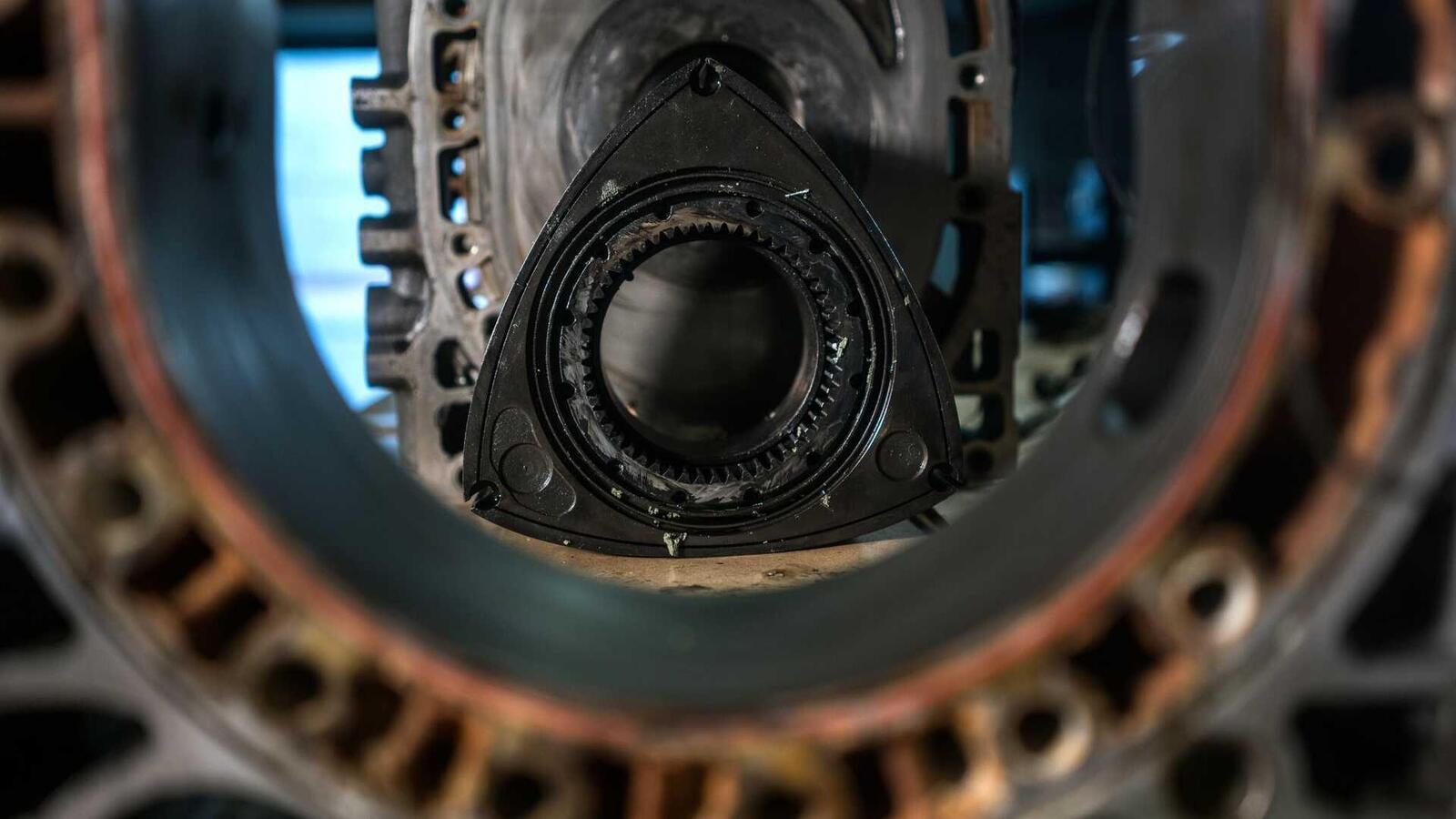 """Mazda sẽ """"hồi sinh"""" động cơ xoay Rotary tích hợp công nghệ lai hybrid - Hình 7"""