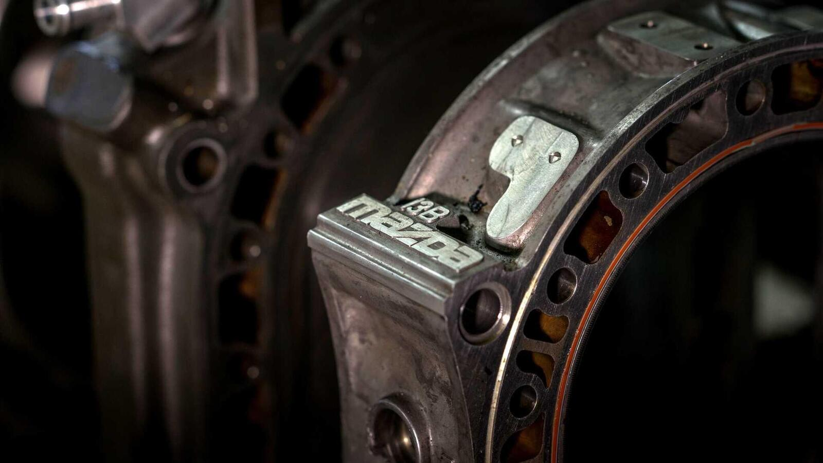 """Mazda sẽ """"hồi sinh"""" động cơ xoay Rotary tích hợp công nghệ lai hybrid - Hình 8"""