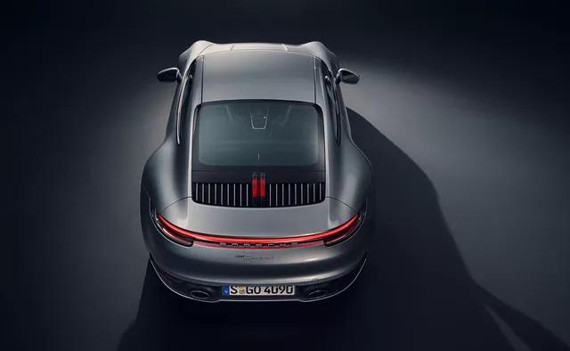 Mazda3 sánh ngang xe sang, siêu xe, thậm chí cả Bugatti Chiron trong danh sách xe đẹp nhất đang bán trên thị trường - Ảnh 12.