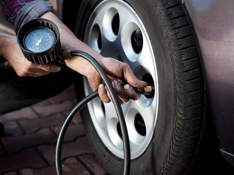 Mẹo xử lý khi xe ô tô bị lủng lốp giữa đường 1