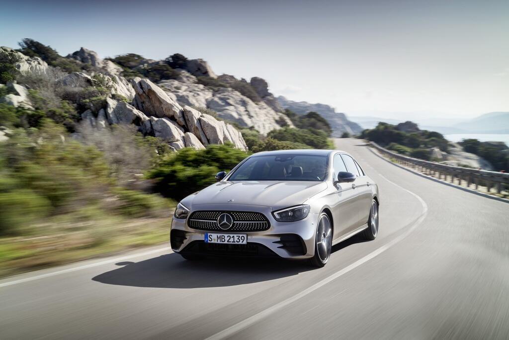 mercedes-benz-e-class-va-bmw-5-series-cuoc-chien-sedan-hang-sang