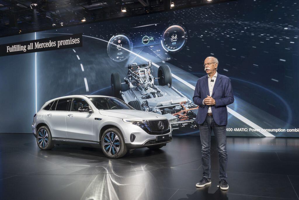 Mercedes-Benz EQC - crossover điện đầu tiên của hãng xe Đức sẽ trình làng vào tháng 1/2019 - Hình 1