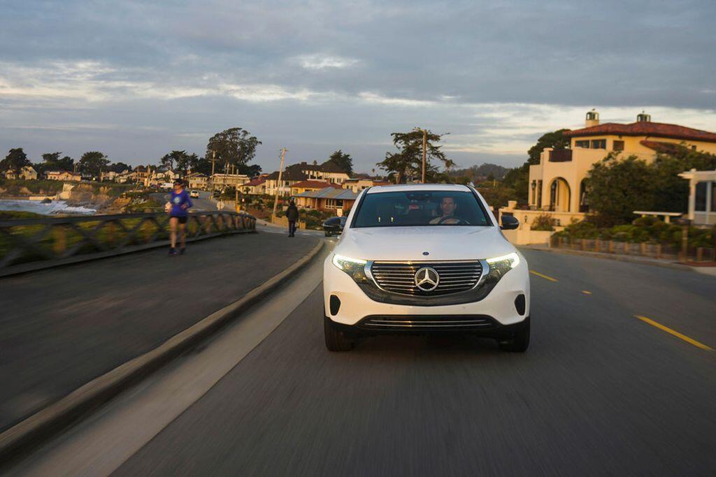 Mercedes-Benz EQC - crossover điện đầu tiên của hãng xe Đức sẽ trình làng vào tháng 1/2019 - Hình 2