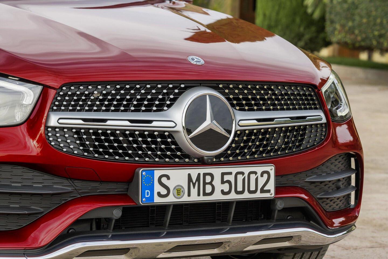 mercedes-benz-glc-coupe-2020-ra-mat-the-thao-va-manh-me-hon-2.jpg