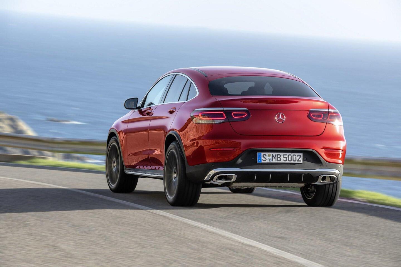 mercedes-benz-glc-coupe-2020-ra-mat-the-thao-va-manh-me-hon-3.jpg