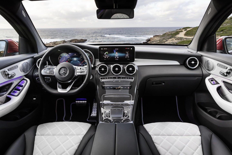 mercedes-benz-glc-coupe-2020-ra-mat-the-thao-va-manh-me-hon-4.jpg