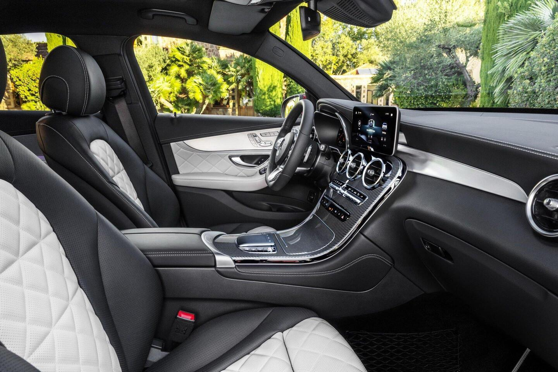 mercedes-benz-glc-coupe-2020-ra-mat-the-thao-va-manh-me-hon-5.jpg