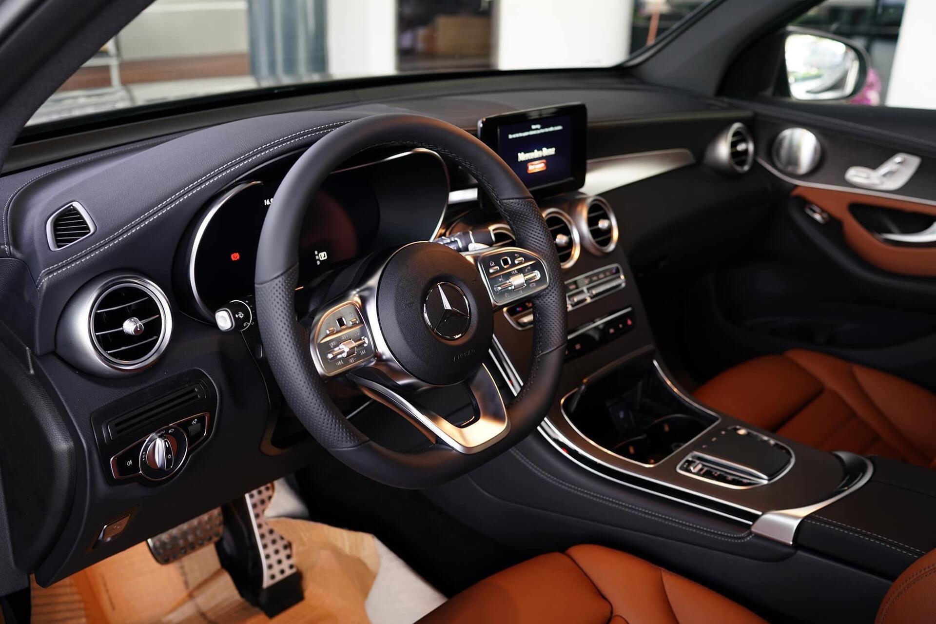 Mercedes GLC 300 - Hình 4