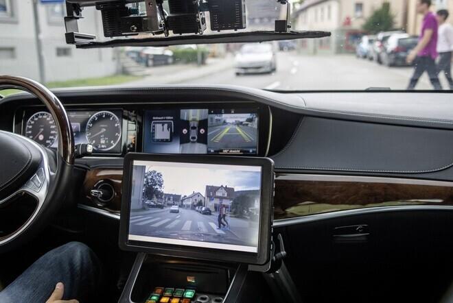 mercedes-bien-hang-loat-xe-sang-s-class-thanh-taxi-tu-lai