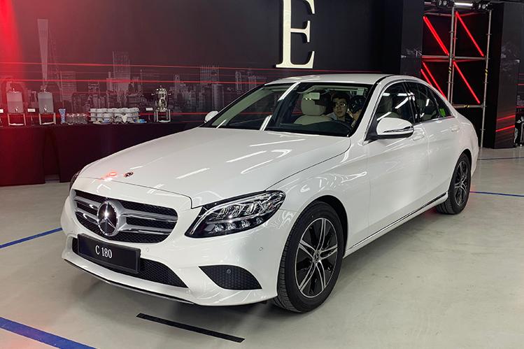 Mercedes C180 giá 1,4 tỷ đồng
