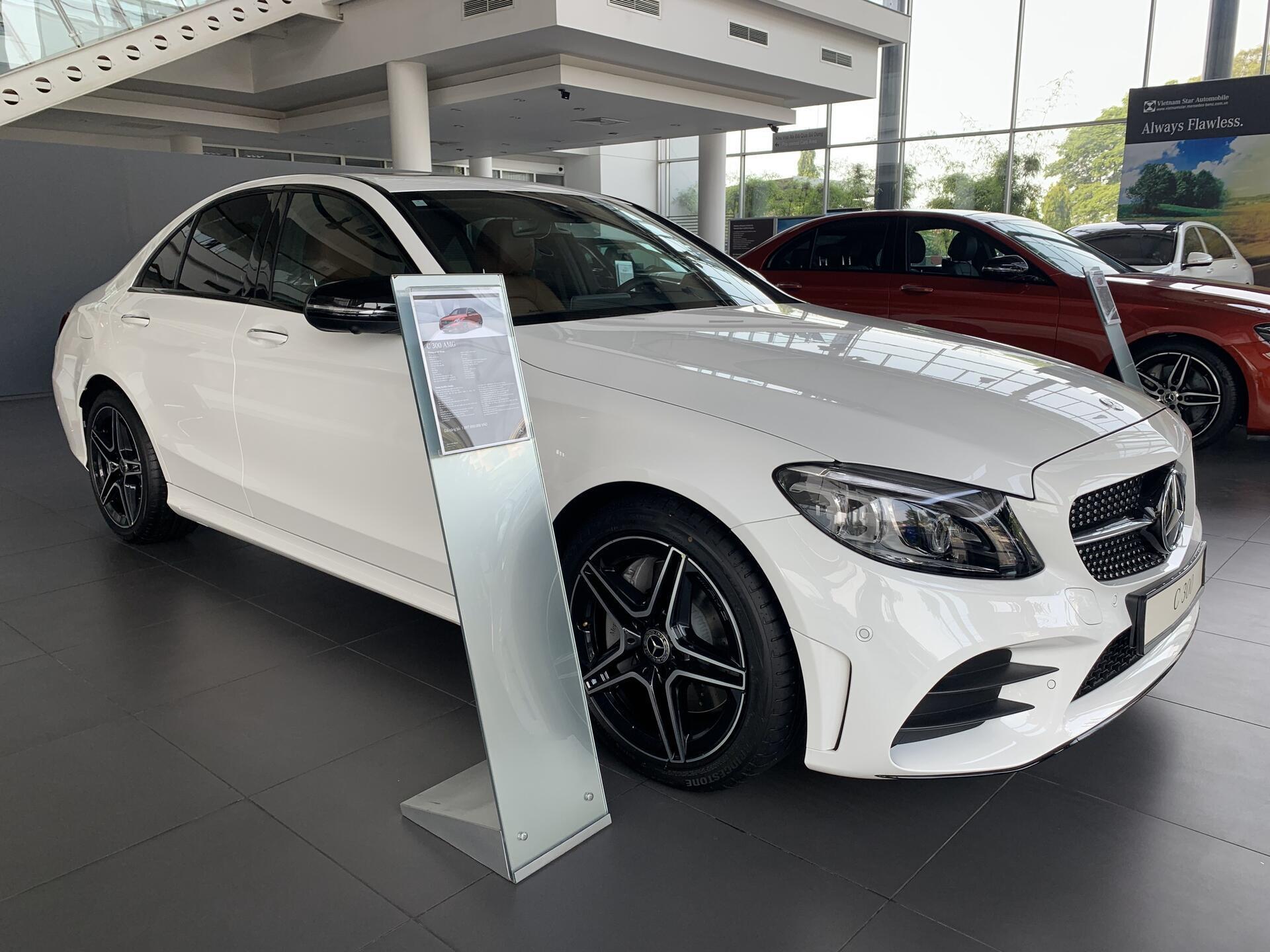 Mercedes C300 - Hình 2