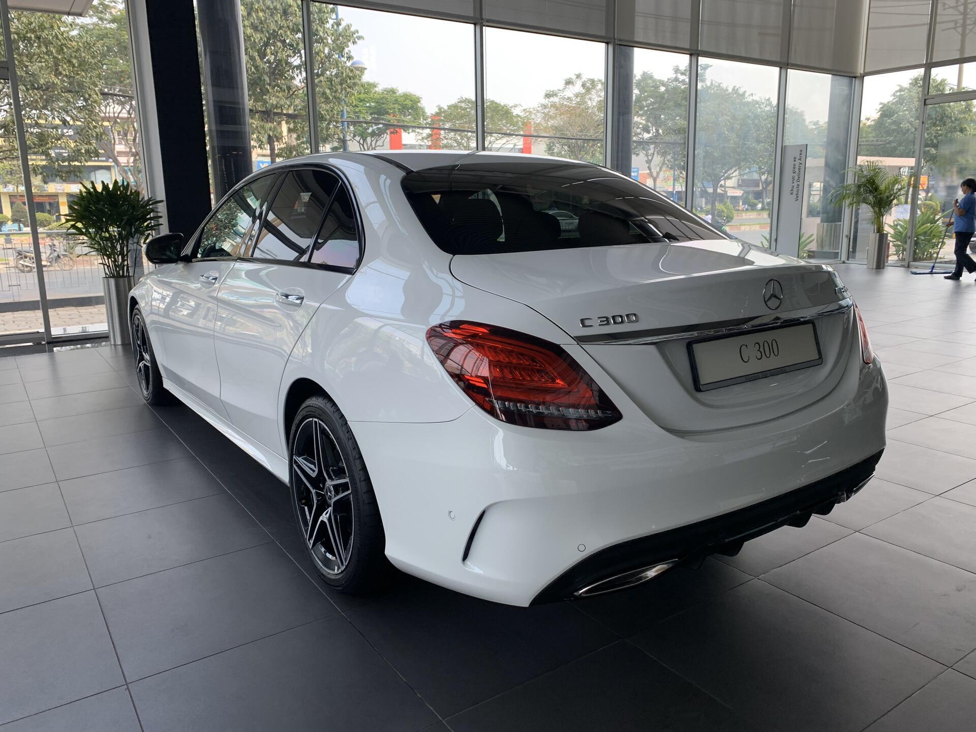 Mercedes C300 - Hình 0