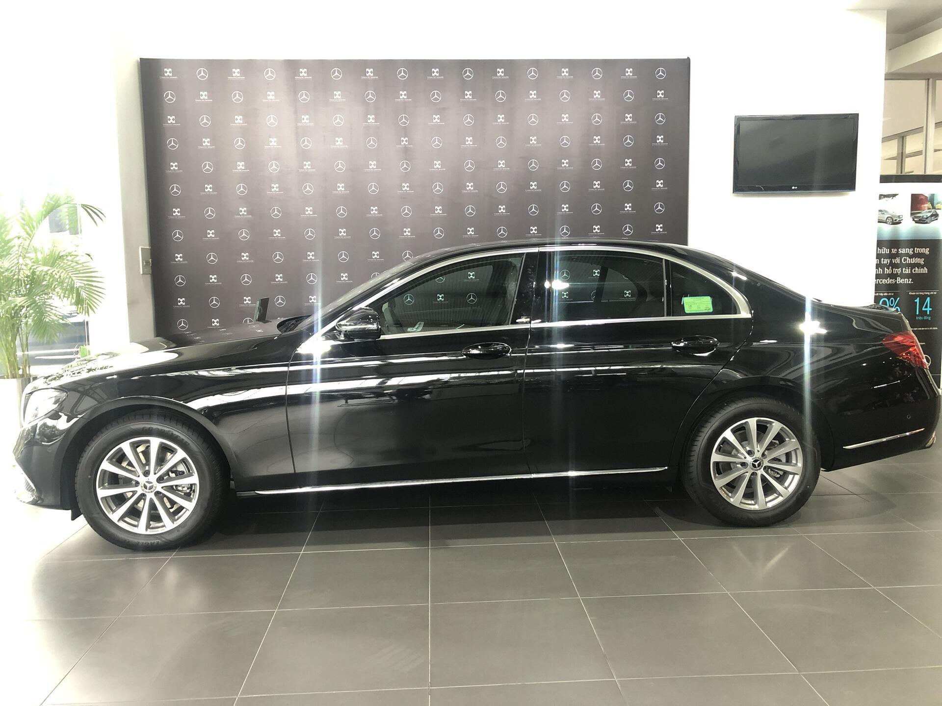 Mercedes E200 - Hình 3