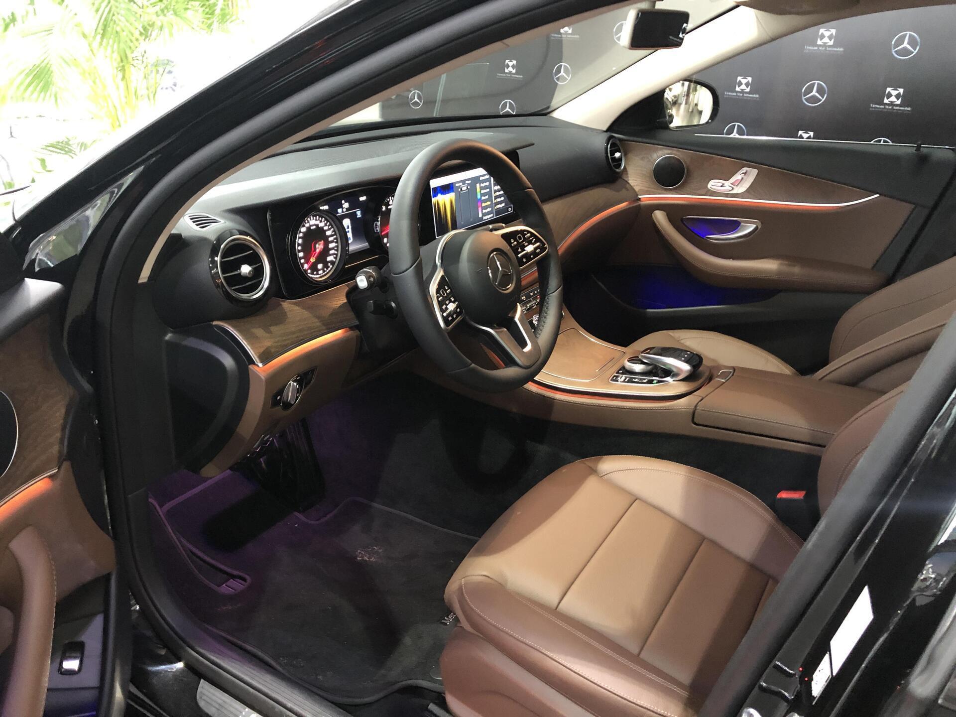 Mercedes E200 - Hình 7