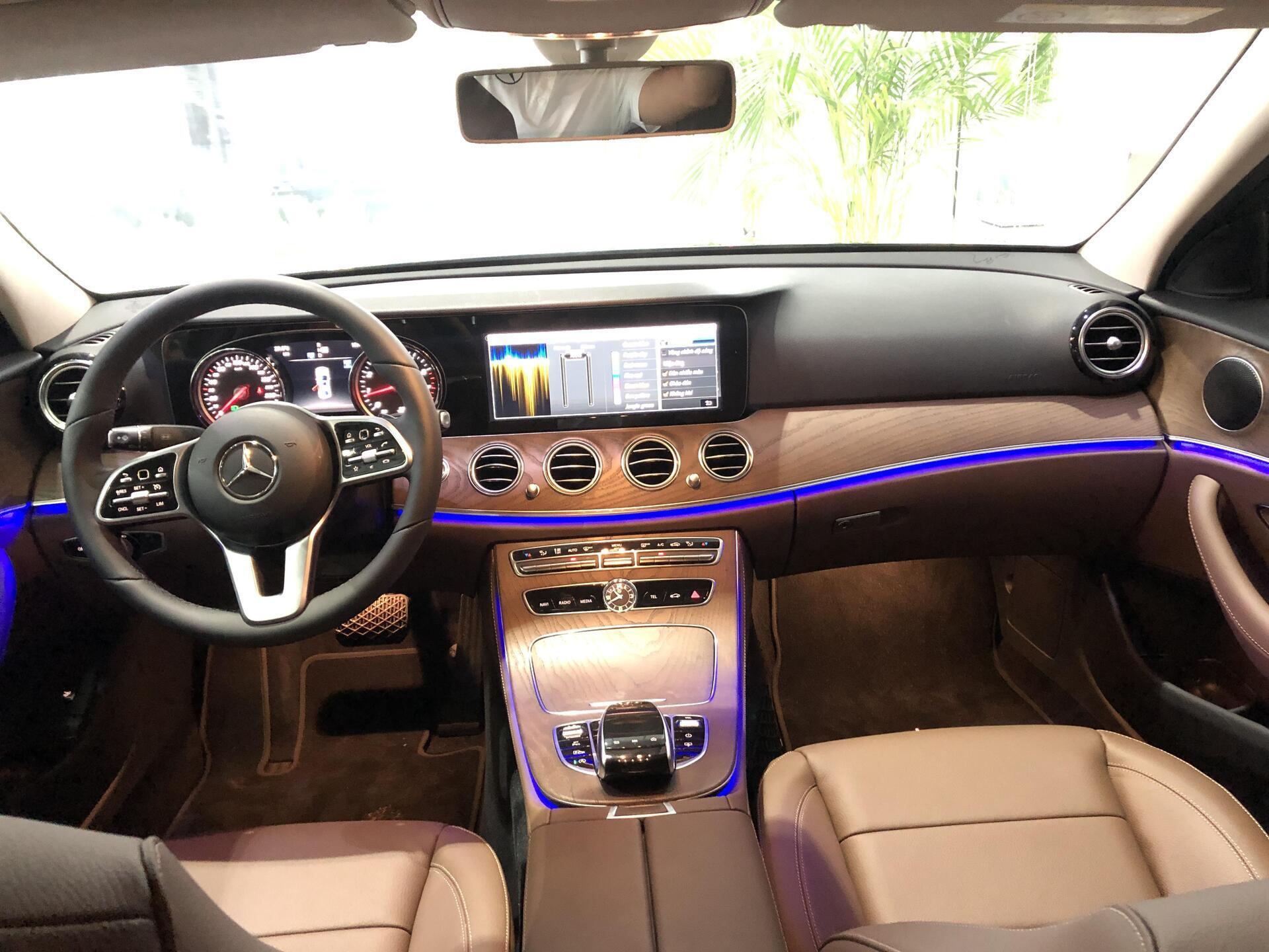 Mercedes E200 - Hình 8