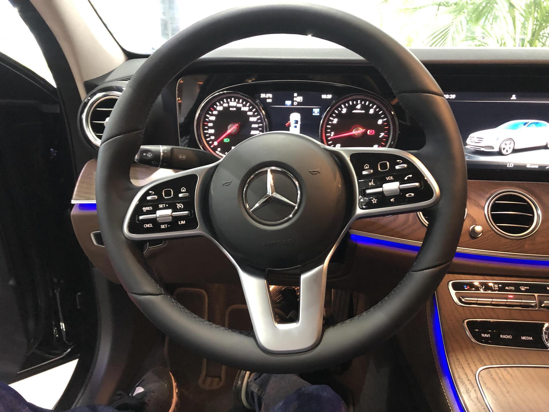 Mercedes E200 - Hình 9