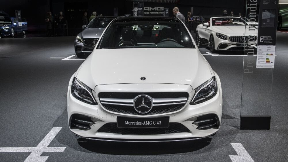 Mercedes-AMG C43 2019 sedan được hãng xe Đức trình làng tại triển lãm Geneva 2018 - Hình 3