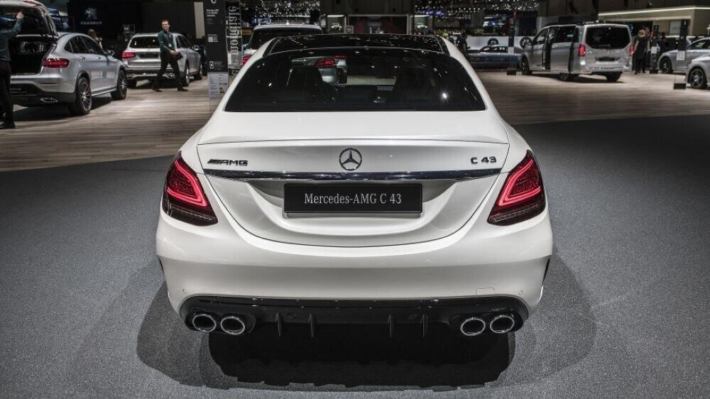 Mercedes-AMG C43 2019 sedan được hãng xe Đức trình làng tại triển lãm Geneva 2018 - Hình 4