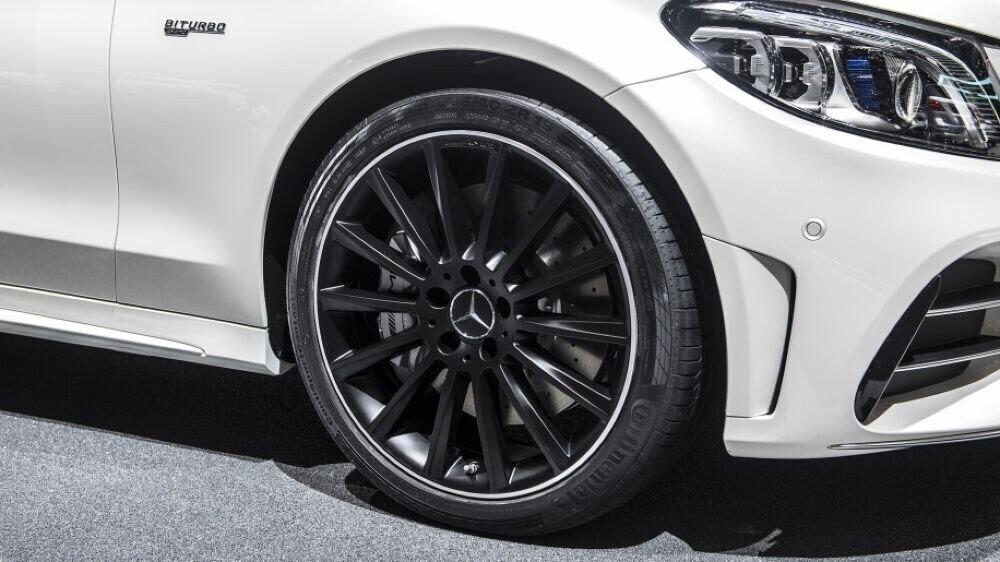 Mercedes-AMG C43 2019 sedan được hãng xe Đức trình làng tại triển lãm Geneva 2018 - Hình 5