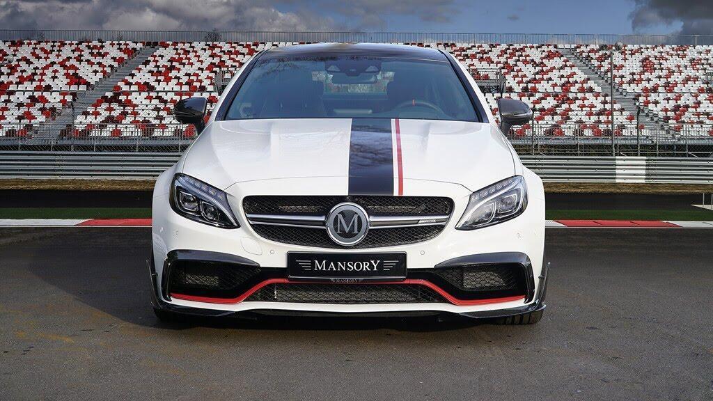 Mercedes-AMG C63 'hóa thân' thành xe đua - Hình 1