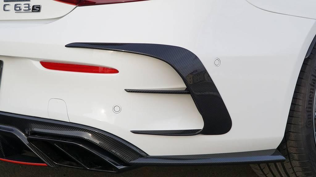 Mercedes-AMG C63 'hóa thân' thành xe đua - Hình 6
