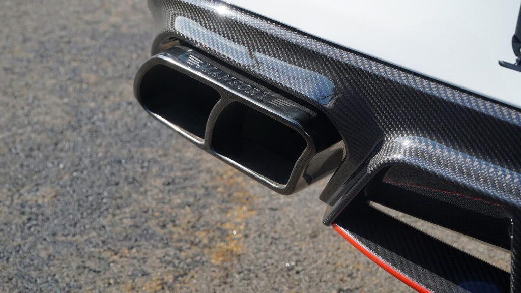 Mercedes-AMG C63 'hóa thân' thành xe đua - Hình 8