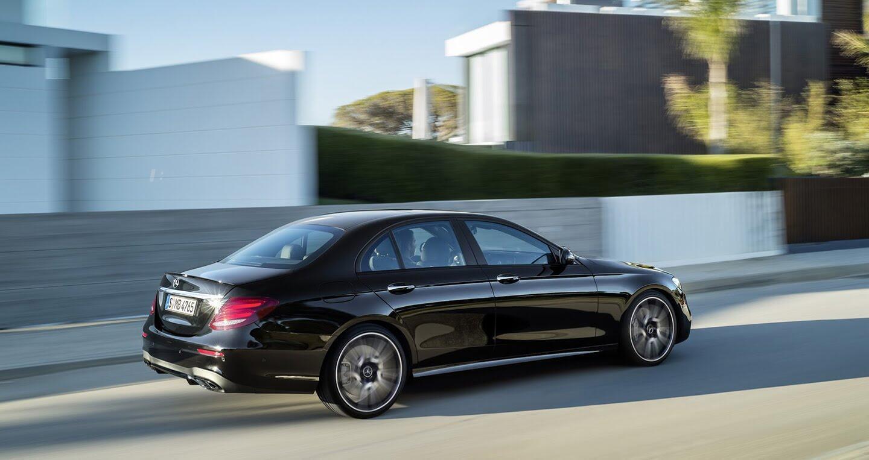 Mercedes-Benz E400 4Matic chuẩn bị ra mắt - Hình 4