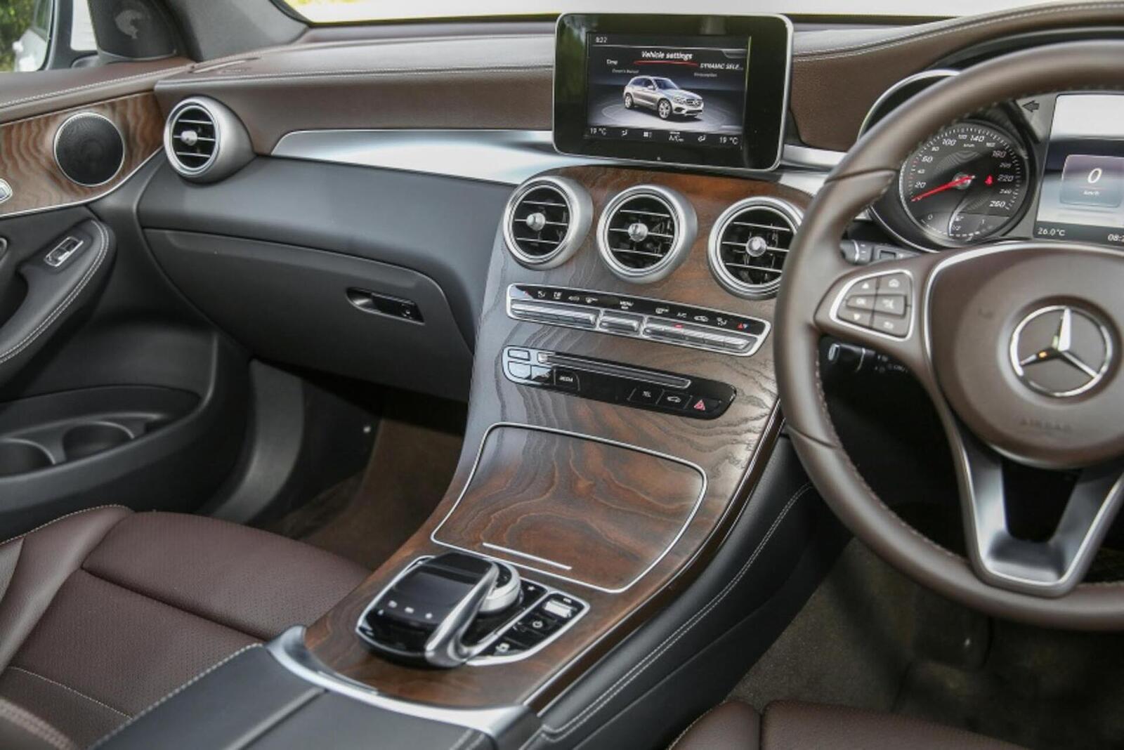 Mercedes-Benz GLC 200 có thể sẽ về Việt Nam với giá rẻ hơn - Hình 12