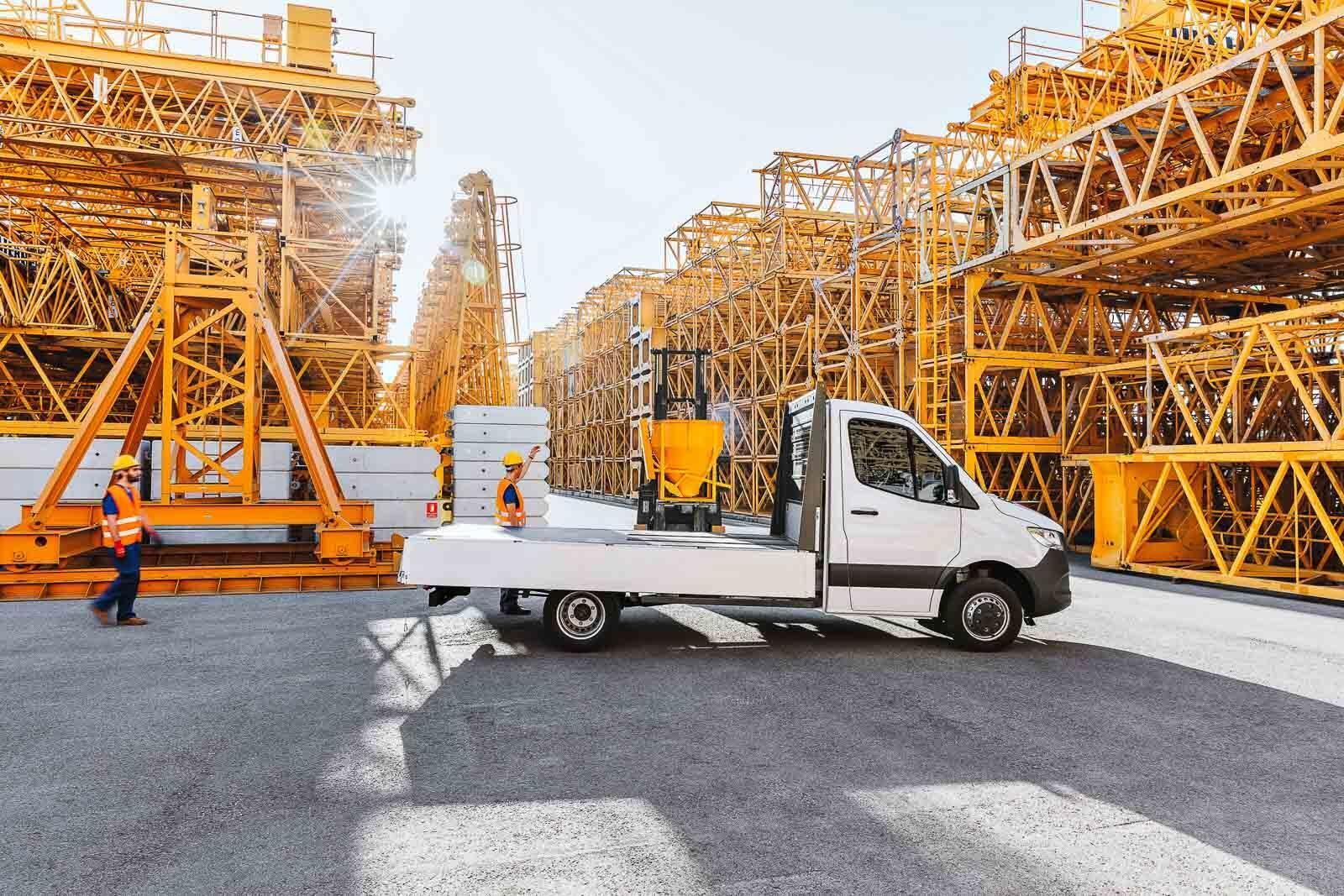 Mercedes-Benz Sprinter 2018 chính thức ra mắt: cỗ máy công nghệ và kết nối - Hình 3