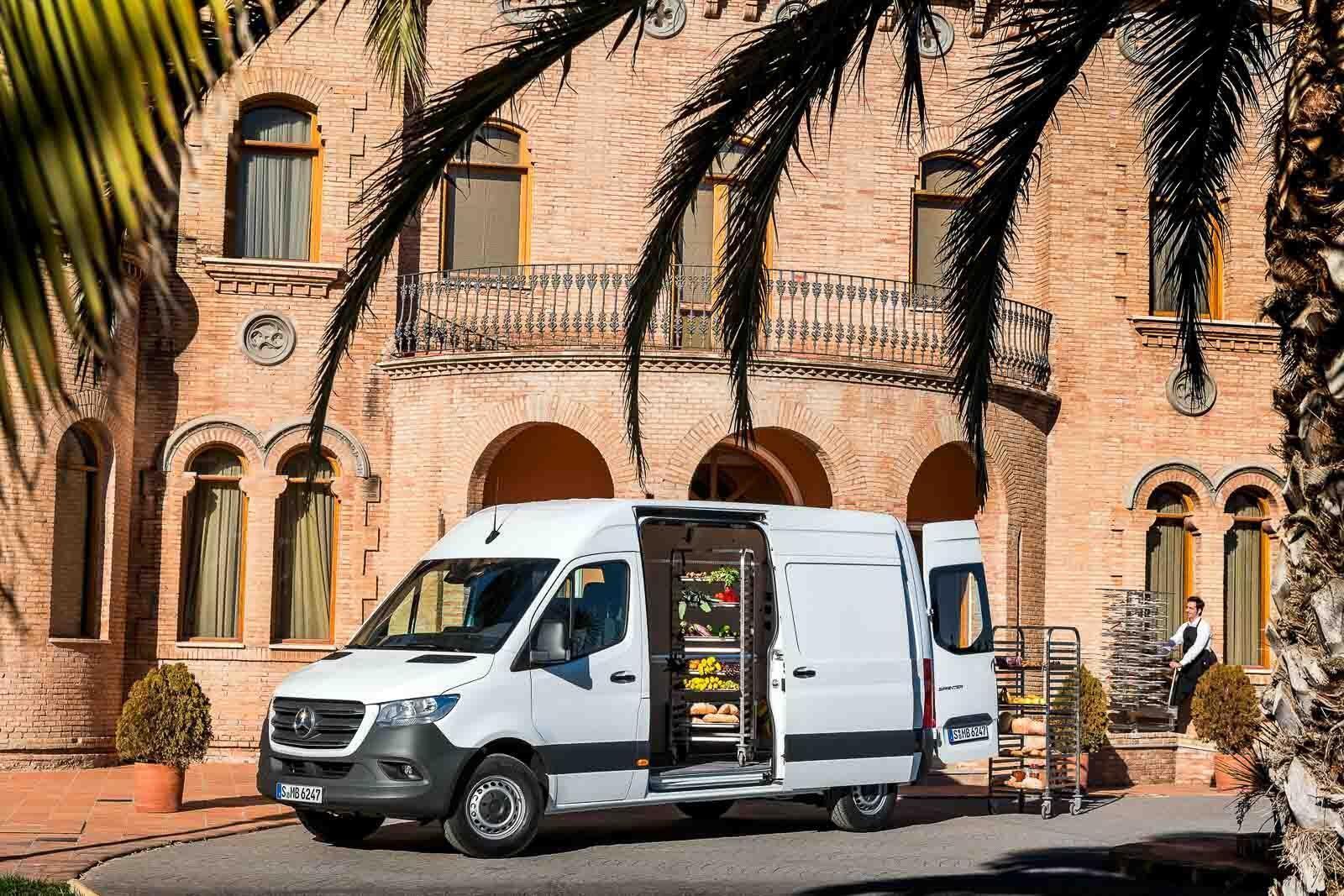 Mercedes-Benz Sprinter 2018 chính thức ra mắt: cỗ máy công nghệ và kết nối - Hình 5