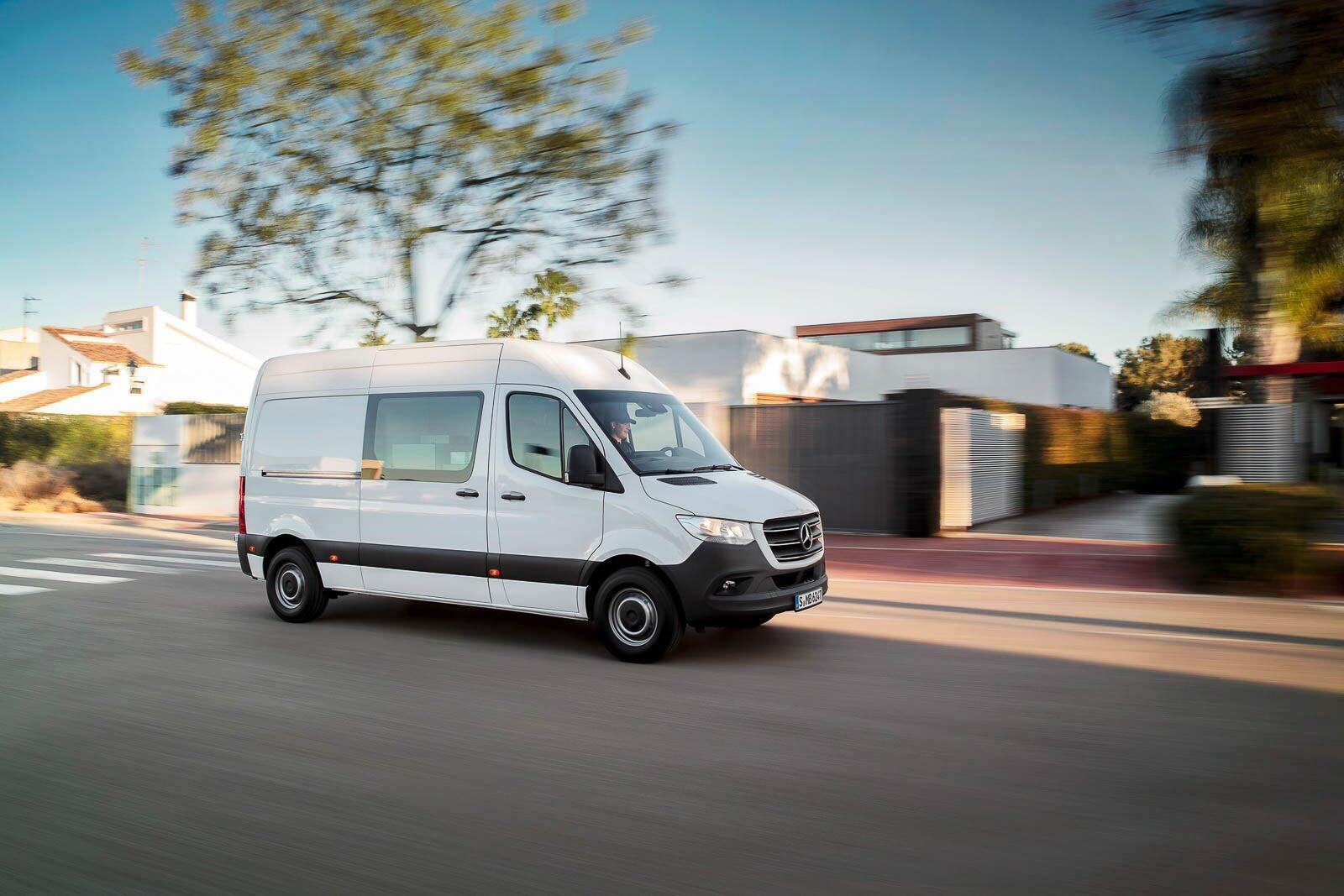 Mercedes-Benz Sprinter 2018 chính thức ra mắt: cỗ máy công nghệ và kết nối - Hình 7