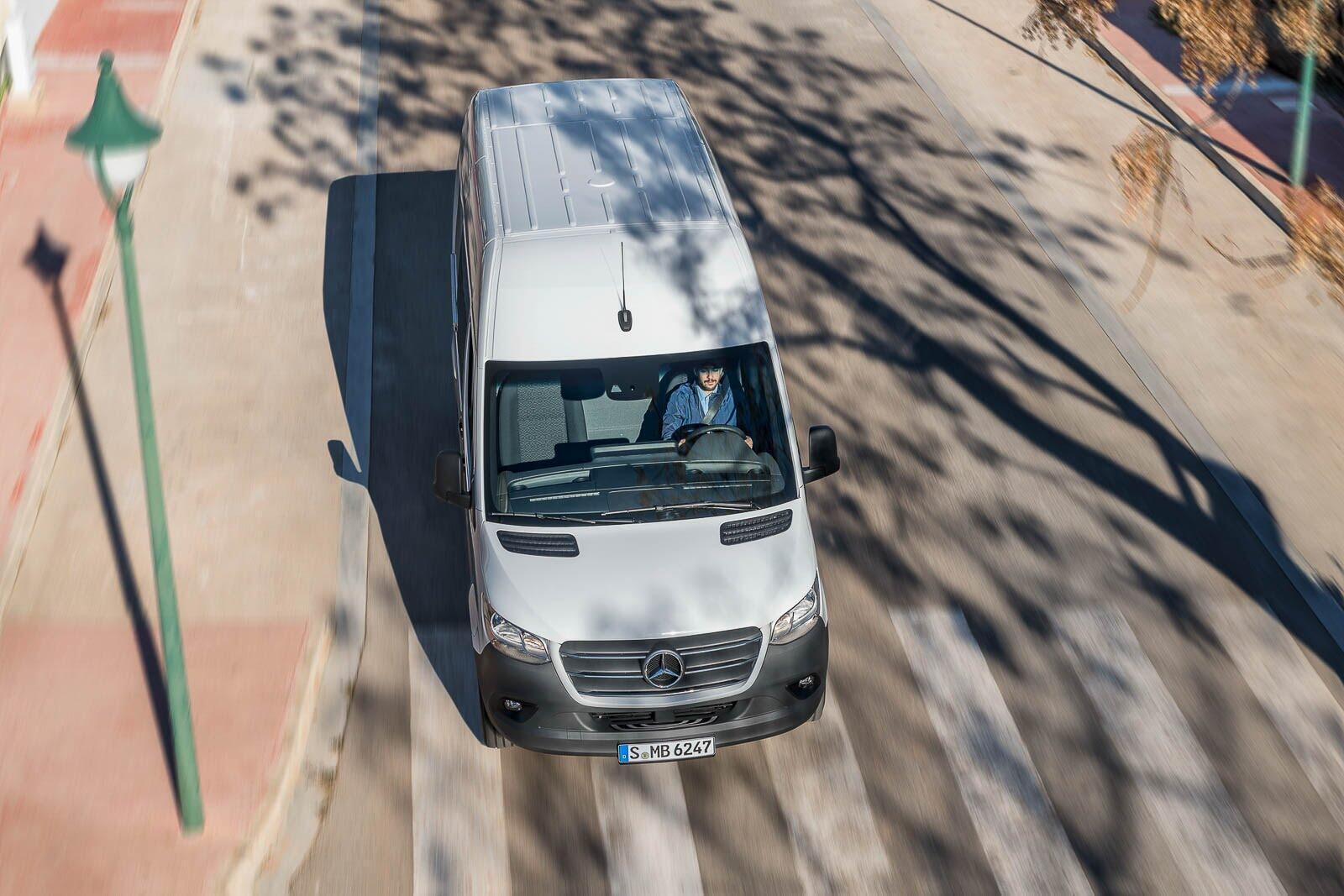Mercedes-Benz Sprinter 2018 chính thức ra mắt: cỗ máy công nghệ và kết nối - Hình 9